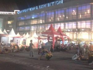 para penonton mulai berdatangan di grand city mall